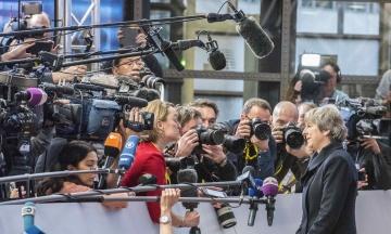 Мэй уйдет с поста лидера Консервативной партии до следующих выборов в Великобритании