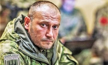 «За особисту мужність і захист України». Порошенко нагородив Яроша іменним пістолетом