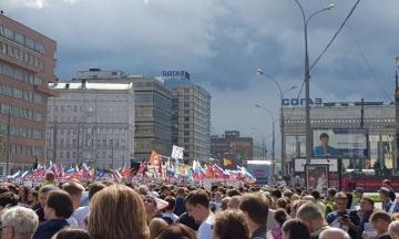 В Москве устроили массовый протест из-за недопуска оппозиционеров к выборам