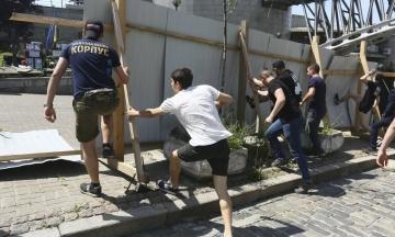 Активісти «С14» знесли паркан на Інститутській, де будується Музей Революції гідності