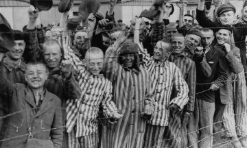 В мире вспоминают жертв Холокоста. Украина присоединилась к флешмобу #WeRemember