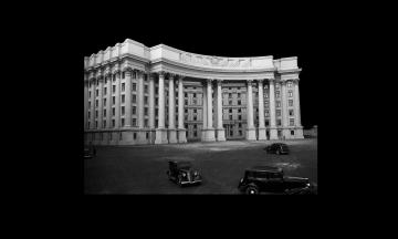80 років тому в Києві заради нового урядового кварталу зносили храми. Як зводили будівлі сучасного МЗС, Кабміну та Ради — в архівних фото