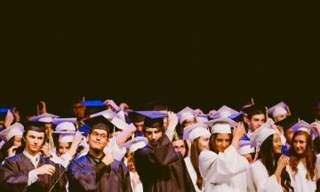 Іноземні студенти, які навчаються в США онлайн, мають залишити країну