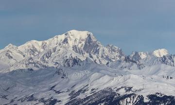 Из подтаявшего ледника во французских Альпах «вышла» газета прошлого века. Раньше там находили мертвецов и сундук с драгоценностями