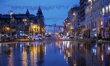 Затоплення Хрещатика: версії синоптиків та чиновників і до чого тут листя?