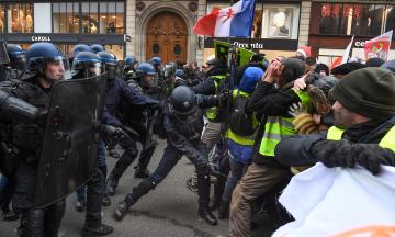 Кількість потерпілих через протести «жовтих жилетів» у Франції продовжує зростати — їх вже майже три тисячі чоловік