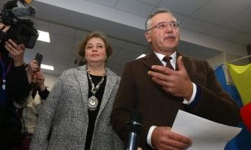 Дружину Гриценка знайшли у списках виборців. Їй вдалося проголосувати