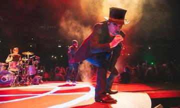Під час концерту в Берліні у вокаліста U2 Боно зник голос. Концерт довелося скасувати