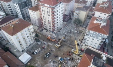 Количество погибших под завалами дома в Стамбуле выросло до 15