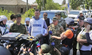 Часопис Foreign Policy прибрав з інтерв'ю Хуга слова про відсутність доказів присутності Росії на Донбасі. Хуг назвав це «непорозумінням»