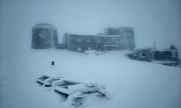 Рятувальники попередили про погіршення погоди в Карпатах: у горах вирує хуртовина