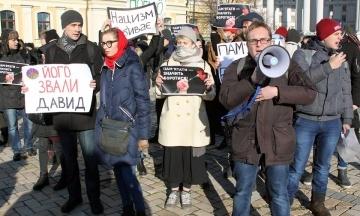 В Киеве прошла акция против неофашизма и ультраправого насилия. На аналогичной акции в России задержали семь человек