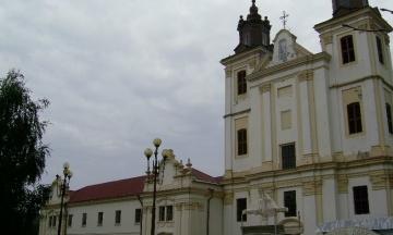 Каплиця площею в 300 кв. м та монастирська брама ХVІІІ століття. З'явився рейтинг українських чиновників, які мають власні церкви