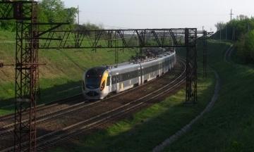 «Укрзалізниця» повідомляє про обшуки на Київському електровагоноремонтному заводі