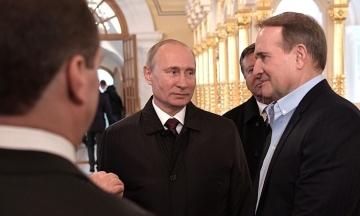 СМИ обнародовали запись вероятного разговора Медведчука с руководителем протокола президента России. Говорили о санкциях