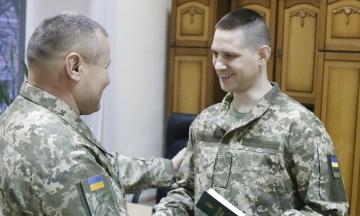 Освобожденным из плена украинским военным восстановили личные документы ВСУ