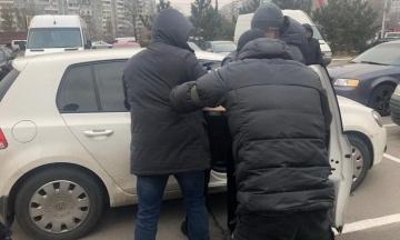 Працівник воєнізованої охорони «Укрзалізниці» вимагав 400 тисяч гривень у підприємця
