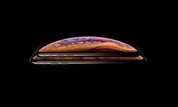 Мешканка Каліфорнії звинуватила Apple в обмані через «чубчик» у iPhone XS Max