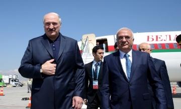 МИД Украины обещает моментальные санкции Беларуси за полеты в Крым. Лукашенко хочет открыть авиарейсы