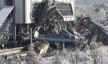 Кількість жертв катастрофи поїзда в Туреччині зросла. Опубліковано відео