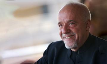 Писатель Паоло Коэльо заявил, что не записывал посланий в поддержку кандидатуры Тимошенко