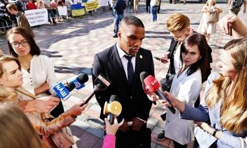 У фракції «Слуги народу» призначили 50 депутатів, які можуть спілкуватися зі ЗМІ, та роздали шаблони для відповідей