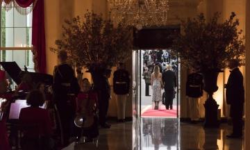 WSJ: Трамп показывает гостям Белого дома кровать Линкольна и место, где занимались любовью Клинтон и Левински