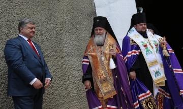 Єпископи УПЦ МП відмовилися зустрічатися з Порошенком в «Українському домі». Вимагають, щоб він прийшов до Києво-Печерської лаври