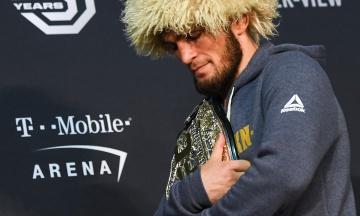 «Невадо, вибач, Вегасе, пробач». Нурмагомедов вибачився за бійку після поєдинку, але може втратити чемпіонський пояс