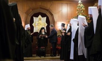 Після підписання томосу Порошенко і Варфоломій обмінялися нагородами