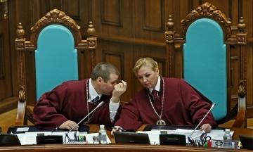 Шевчук звільнений з посади голови Конституційного суду. Його змінила Наталя Шаптала