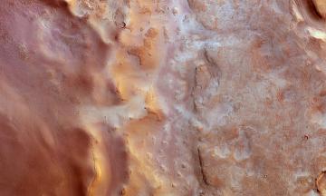 «Так близько, як зараз, Земля і Марс опиняться через п'ятнадцять років». Астрофізик Микола Бритавський про велике протистояння Марса і місячне затемнення