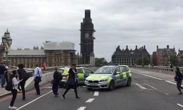 У Лондоні авто протаранило огорожу Вестмінстерського палацу, поліція розслідує теракт. Всі подробиці