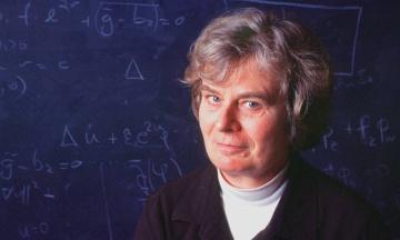 Абелевскую премию по математике впервые в истории получила женщина. Она проводила исследования на мыльных пузырях