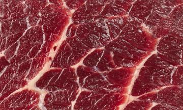 Учені три роки шукали докази того, що червоне м'ясо призводить до раку і хвороб серця, але не знайшли. Тепер їх цькують колеги