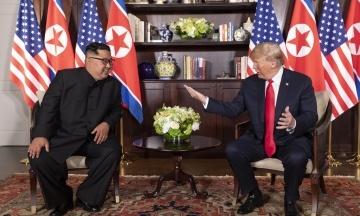 Шанувальники епістолярного жанру. Кім Чен Ин написав нове послання Трампу. І попросив лідера Південної Кореї його передати