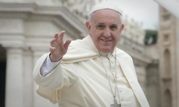 Папа Римський пояснив, чому не дозволив прихожанам цілувати свого персня: через мікробів
