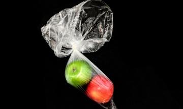 Зеленський підписав закон, який обмежує розповсюдження пластикових пакетів