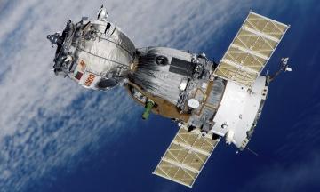 «Схоже на павука». Російські космонавти роздивилися отвір на обшивці корабля «Союз МС-09»