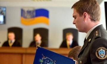 Прокурори вимагають для Януковича 15 років в'язниці і 98 тисяч гривень. Дебати продовжаться в середині вересня