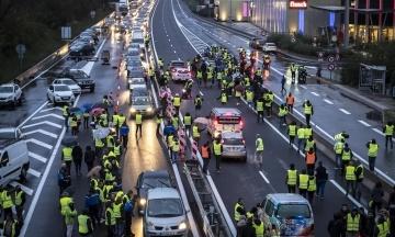 В Париже новые столкновения полиции и «желтых жилетов»