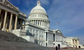 У США почалося дострокове голосування на виборах у Конгрес. За півтора місяці до виборів