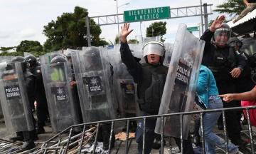 «Повертайте назад». Трамп у Twitter попередив караван мігрантів, що до США їх не пустять