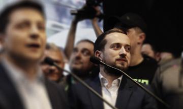 Знімок заяви про відставку голови ОП Андрія Богдана передав ЗМІ його заступник Кирило Тимошенко. Фотодоказ