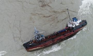 На танкері Delfi знову стався витік пального
