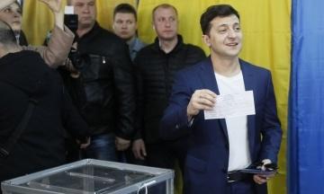 Зеленського викликали до суду. Його можуть оштрафувати за демонстрацію бюлетеня