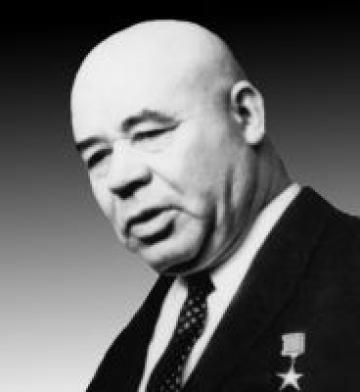 <p>Решили, что позвонит Брежнев. И мы все присутствовали, когда Брежнев разговаривал с Хрущевым. Страшно это было. Брежнев дрожал, заикался, у него посинели губы.</p>