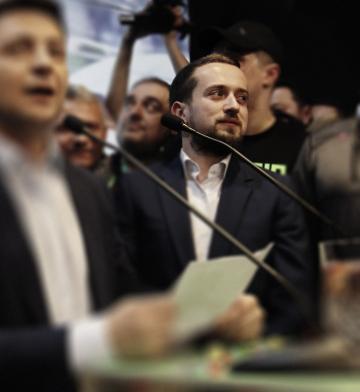 Команда преЗЕдента. Кирило Тимошенко зробив промо кампанії Зеленського та встиг попрацювати з Порошенком. Як він потрапив у штаб і до чого тут Коломойський?