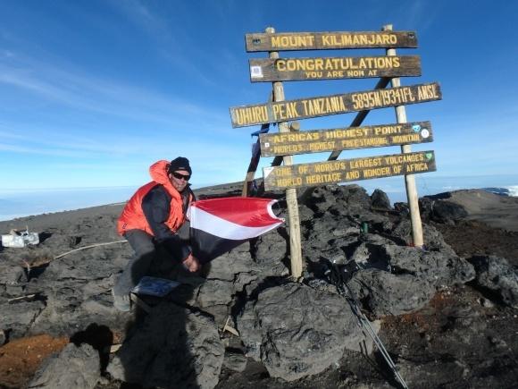<p>Громадяни Сіленду встановили прапор Князівства на Евересті, а також на вершині Кіліманджаро — найвищої гори в Африці.</p>