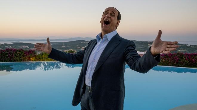«Сильвио и другие». Новый фильм от режиссера «Молодого папы» о сексе, власти и старости Берлускони